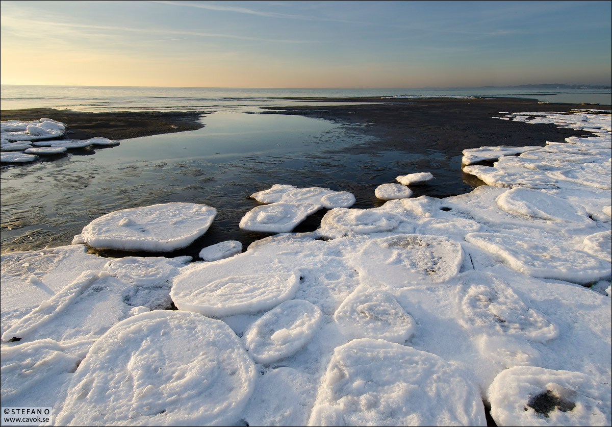 Isflak på stranden - Lomma, Skåne.